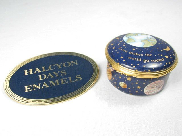 TWELVE HALCYON DAYS ENGLISH ENAMEL BOXES & SIGN - 2