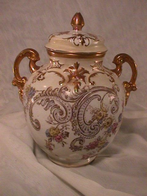 803: GINGER JAR STYLE ANTIQUE URN ROSE ROSES FLORAL