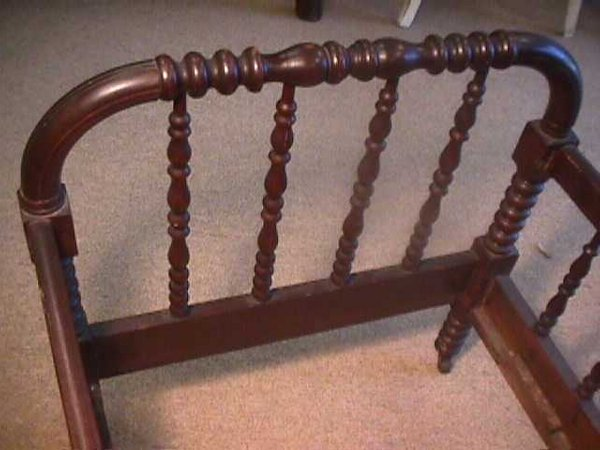 981: ANTIQUE AMERICAN SPINDLE BABY CRIB - 3