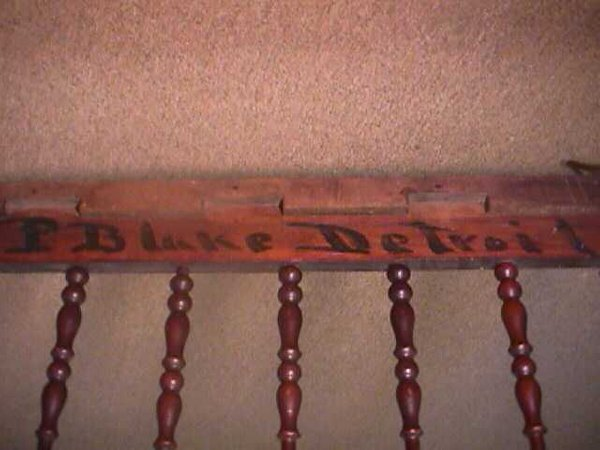 981: ANTIQUE AMERICAN SPINDLE BABY CRIB - 5