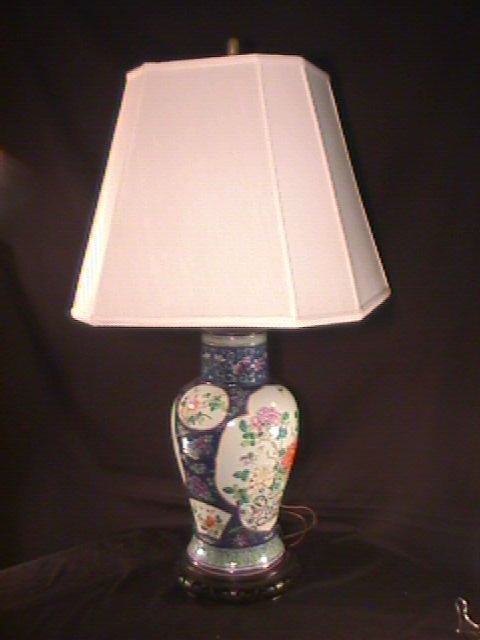 3: HAND PAINTED FLORAL ORIENTAL TABLE LAMP WOOD BASE