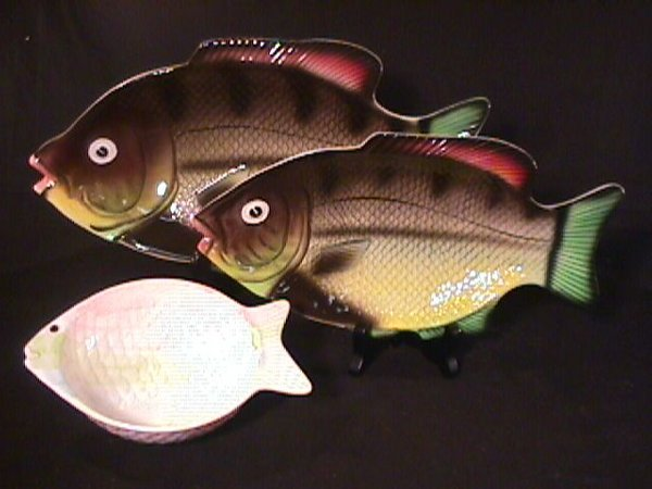 10: 3 HAND PAINTED FISH SHAPED SERVING DISHES