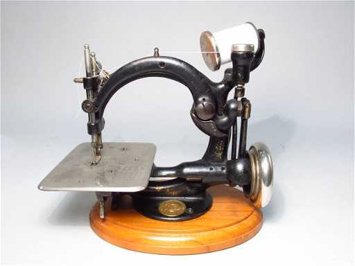 Willcox & Gibbs Chain Stitch Sewing Machine Serial #: A 490100 Willcox & Gibbs sewing machines are one of the most desired and collected sewing.