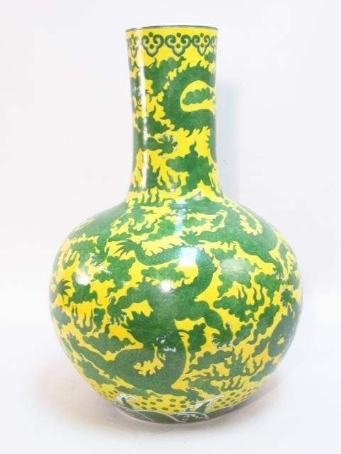 CHINESE MING STYLE YELLOW & GREEN DRAGON BOTTLE VASE