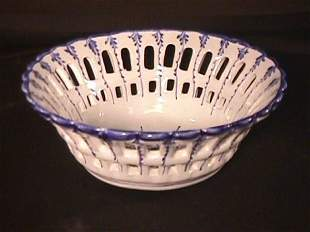 BLUE WHITE PORTUGAL POTTERY RETICULATED DISH