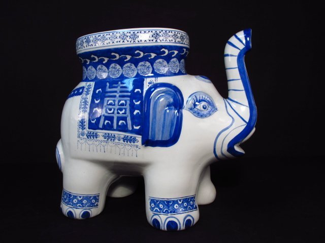 CHINESE BLUE & WHITE PORCELAIN ELEPHANT STOOL