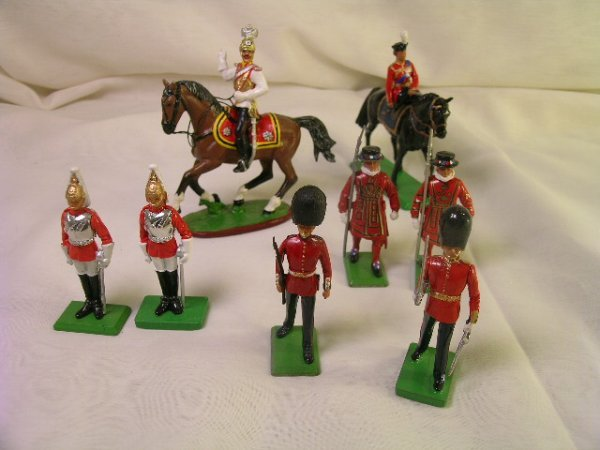 603: 8 BRITAIN LTD GUARDS & HORSEMAN LEAD SOLDIERS