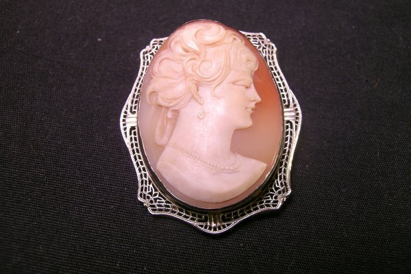 611: 14 KT WHITE GOLD FILIGREE CAMEO SHELL BROOCH PIN