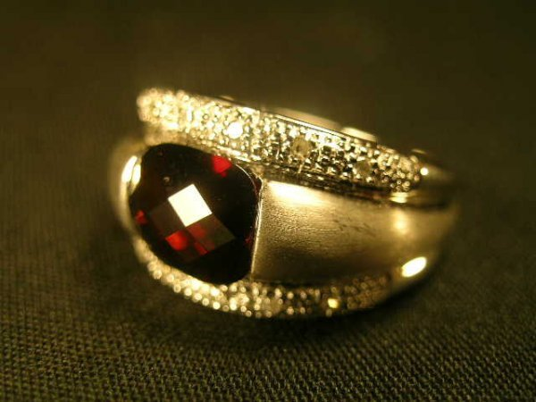 615: 14 KT WHITE GOLD DIAMOND GARNET RING