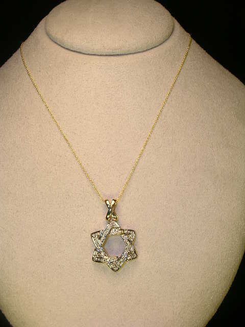 618: 14 KT YELLOW GOLD DIAMOND STAR OF DAVID NECKLACE