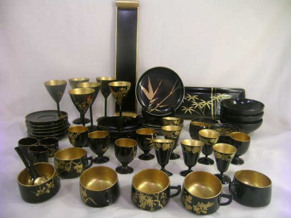 621: BLACK LACQUER GILT INTERIOR JAPANESE GROUP 54 PCS