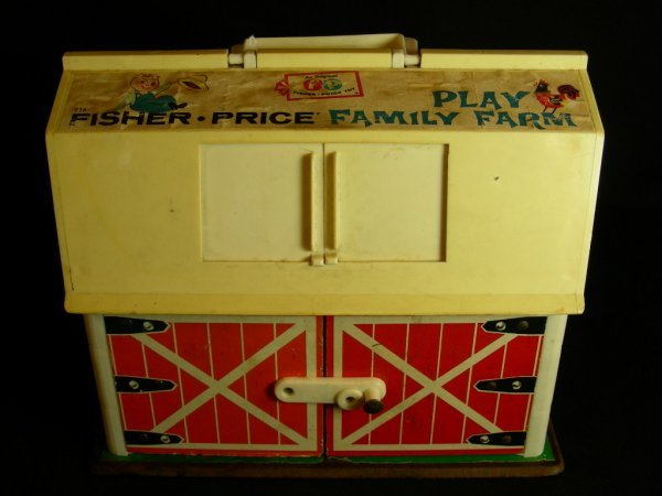 619: VINTAGE FISHER PRICE FAMILY PLAY FARM 1967 TOY