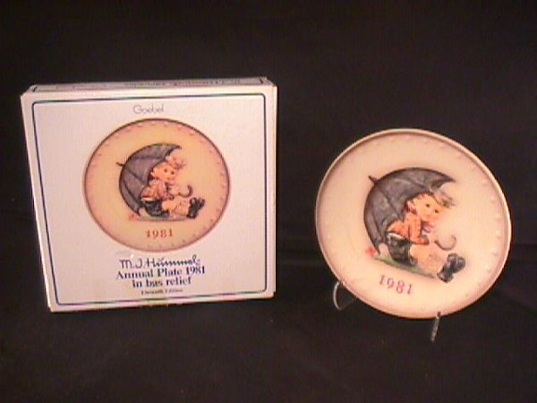 11: HUMMEL ANNUAL  PORCELAIN PLATE  1981 BOXED