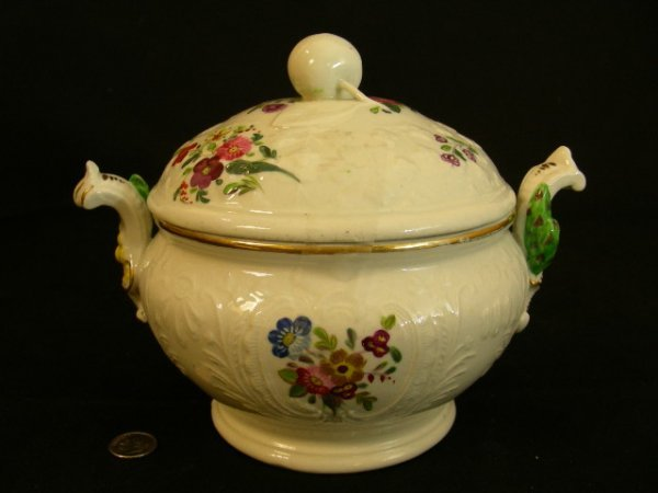 SMALL CONTINENTAL PORCELAIN PAINTED COVERED TUREEN