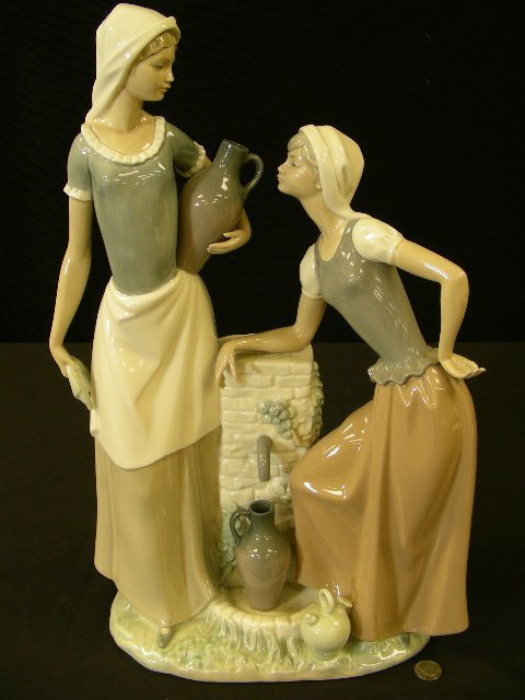 LLADRO NAO PORCELAIN FIGURE 2 WOMEN AT WELL LARGE