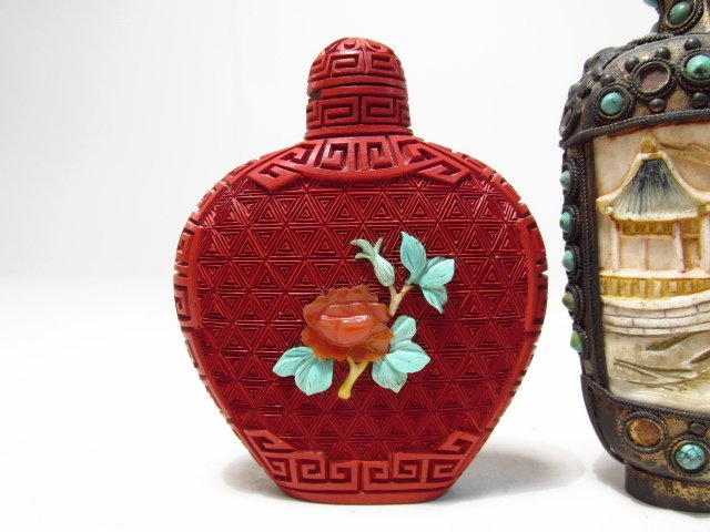 FOUR VINTAGE CHINESE SNUFF BOTTLES - 5