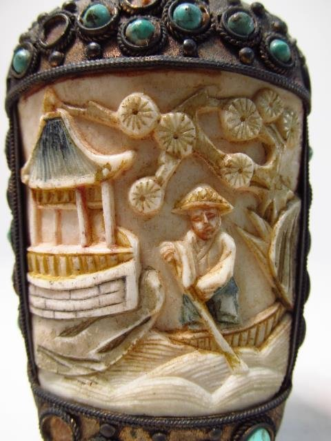FOUR VINTAGE CHINESE SNUFF BOTTLES - 8