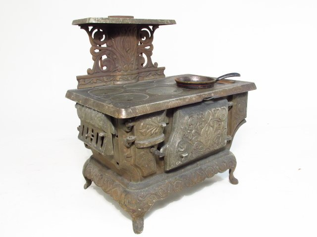 TWO ANTIQUE CAST IRON SALESMAN'S SAMPLE STOVES - 7