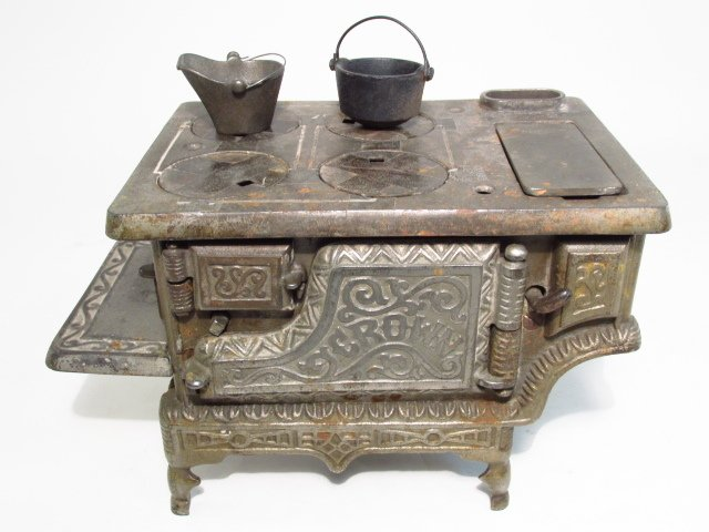 TWO ANTIQUE CAST IRON SALESMAN'S SAMPLE STOVES - 8