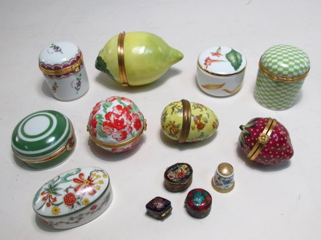 GROUP LIMOGES AND OTHER PILL BOXES, ETC: 13 PCS
