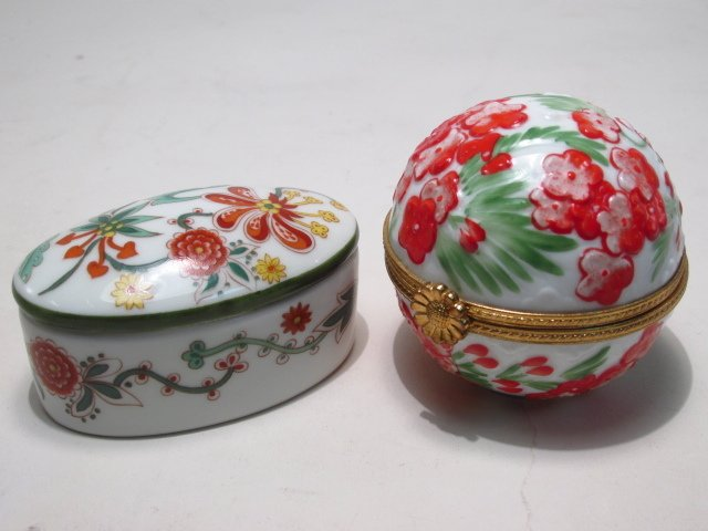 GROUP LIMOGES AND OTHER PILL BOXES, ETC: 13 PCS - 5