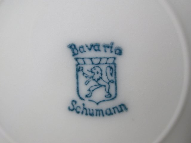 SIX SCHUMANN BAVARIAN PORCELAIN SERVICE PLATES - 7