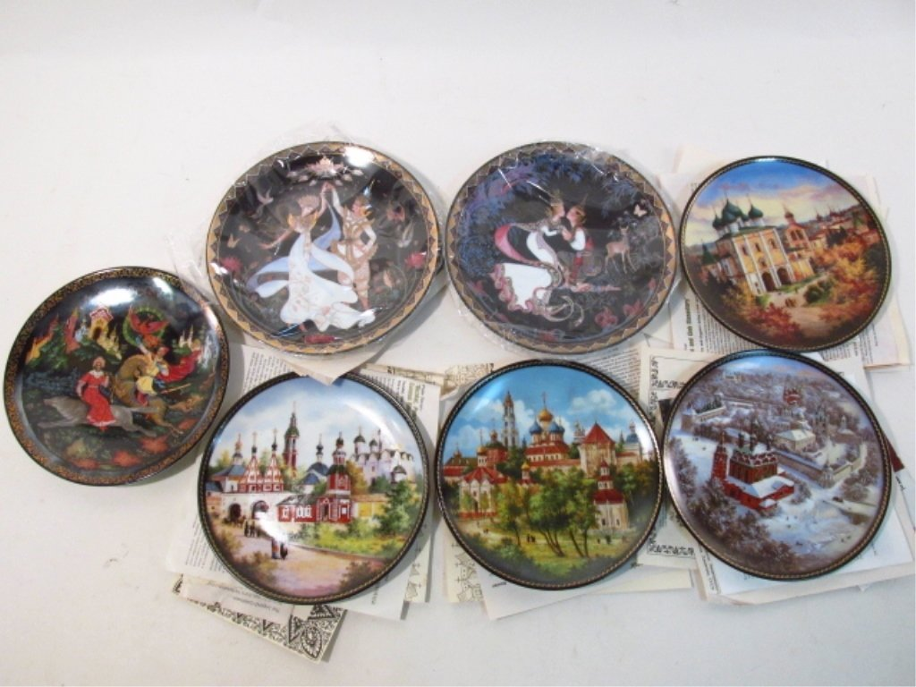 LARGE GROUP OF COLLECTOR'S PLATES: RELIGIOUS, BASE - 10