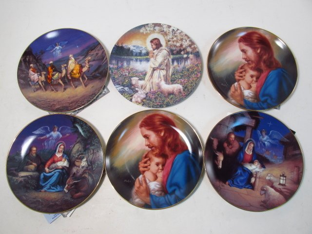 LARGE GROUP OF COLLECTOR'S PLATES: RELIGIOUS, BASE - 7