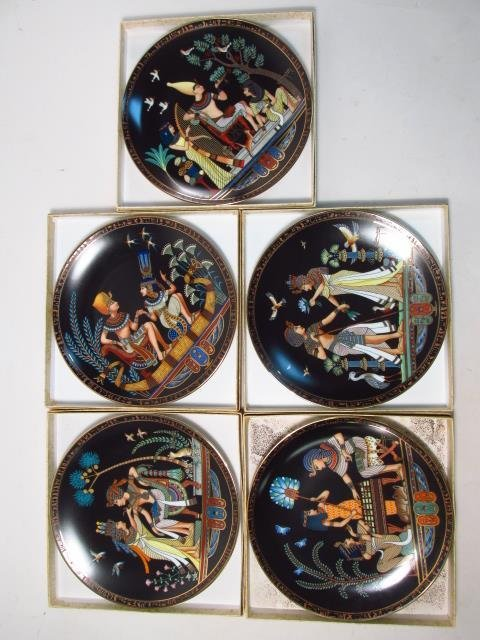 LARGE GROUP OF COLLECTOR'S PLATES: RELIGIOUS, BASE - 9
