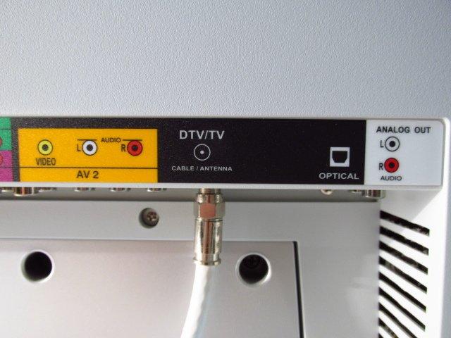 """VIZIO 32"""" LCD HD TELEVISION VX32L - 8"""