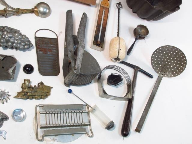 VINTAGE & PRIMITIVE KITCHEN TOOLS & ACCESSORIES: S - 7