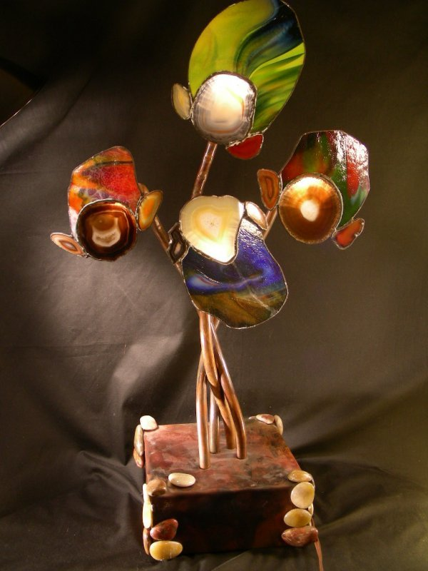 24: COPPER AGATE STAINED GLASS SCULPTURAL LAMP