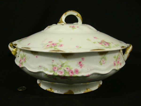 203: THEODORE HAVILAND LIMOGES FRANCE SOUP TUREEN ROSES
