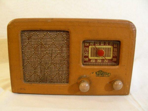 310: VINTAGE AIR CASTLE RADIO MODEL T-630 2 KNOBS
