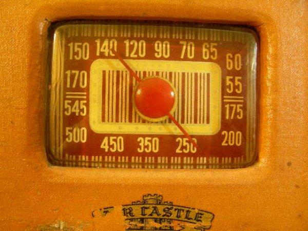 310: VINTAGE AIR CASTLE RADIO MODEL T-630 2 KNOBS - 2