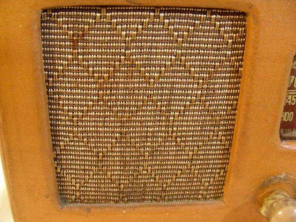310: VINTAGE AIR CASTLE RADIO MODEL T-630 2 KNOBS - 3