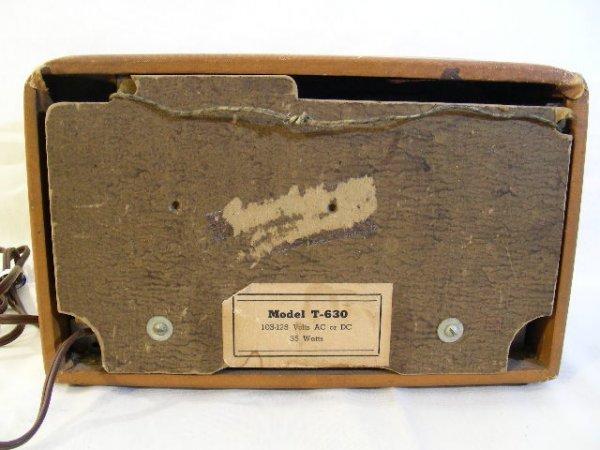 310: VINTAGE AIR CASTLE RADIO MODEL T-630 2 KNOBS - 4