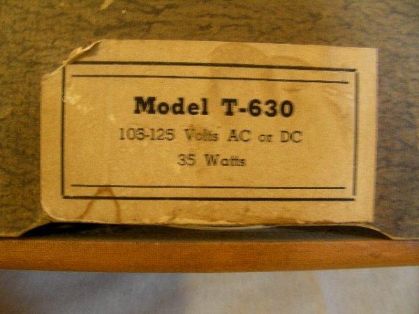 310: VINTAGE AIR CASTLE RADIO MODEL T-630 2 KNOBS - 5