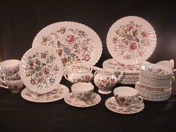 693: STAFFORDSHIRE BOUQUET JOHNSON BROTHERS DINNERWARE