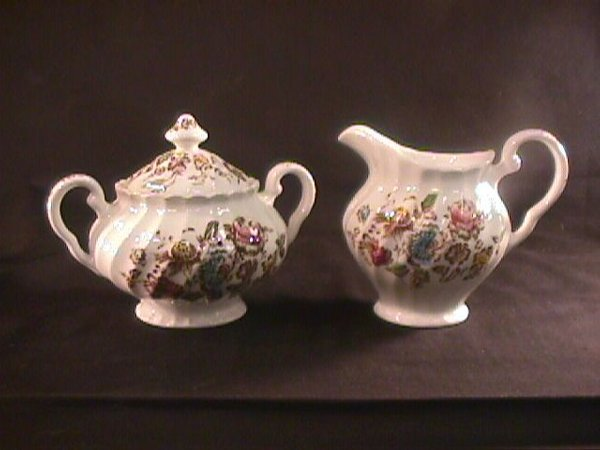 693: STAFFORDSHIRE BOUQUET JOHNSON BROTHERS DINNERWARE - 4