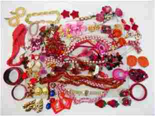 TRAY LOT ASSORTED LADIES COSTUME JEWELRY: RED TONE
