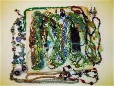 TRAY ASSORTED LADIES COSTUME JEWELRY: BLUE/GREEN