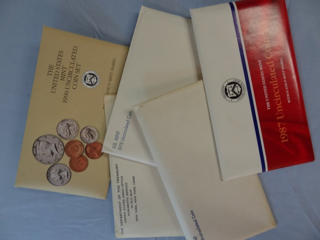 FIVE SETS OF UNITED STATES MINT UNCIRCULATED COIN SETS,