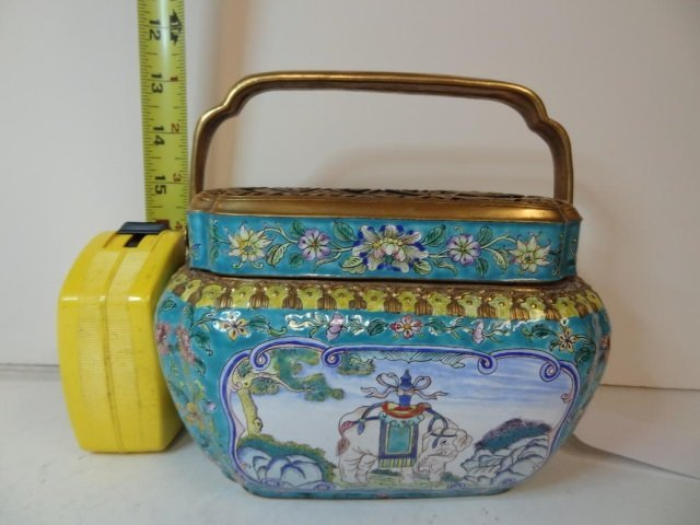 DECORATIVE BOX: ASIAN STYLE, ENAMELD WITH METAL