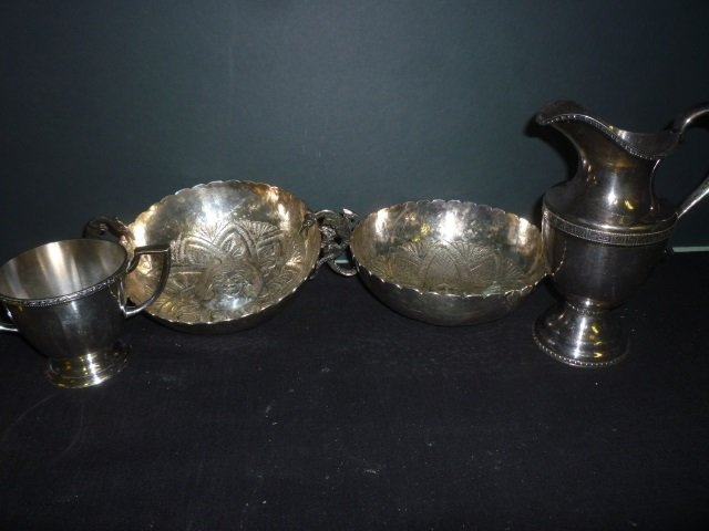 SILVER PLATED ITEMS: DECORATIVE BOWLS WITH FIGURAL IMAG
