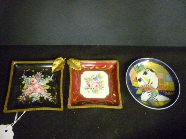 LIMOGE & ROSENTHAL DECORATIVE PLATES: 2 ASH TRAYS AND C