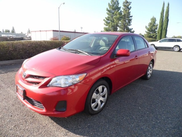 2012 TOYOTA COROLLA LE 27000 MILES  RED