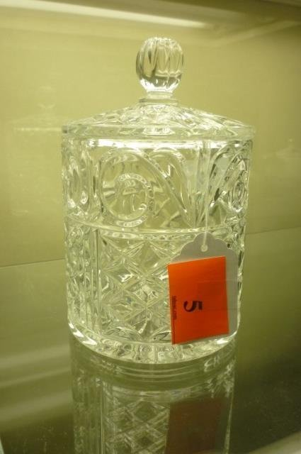 "CLEAR GLASS BISCUIT JAR WITH LID 8"" TALL 6"" ACROSS NO"