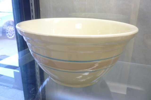 OVENWARE USA TAN CERAMIC BOWL LIGHT CREME-TAN COLOR