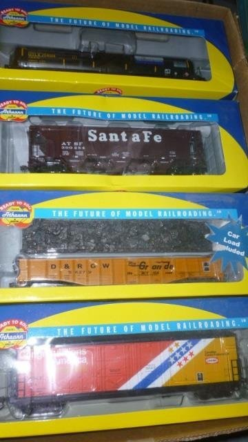 ATHEARN HO SCALE TRAIN CARS TANK CAR, COVERED HOPPER,